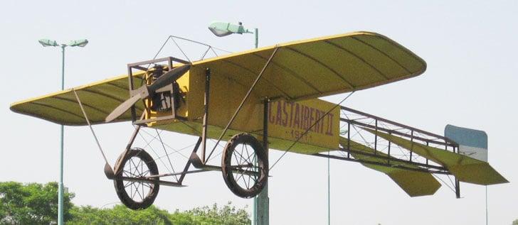 Replica de una Castaibert II, de 1911, emplazada en Dellepiane y Guamini, en Villa Lugano
