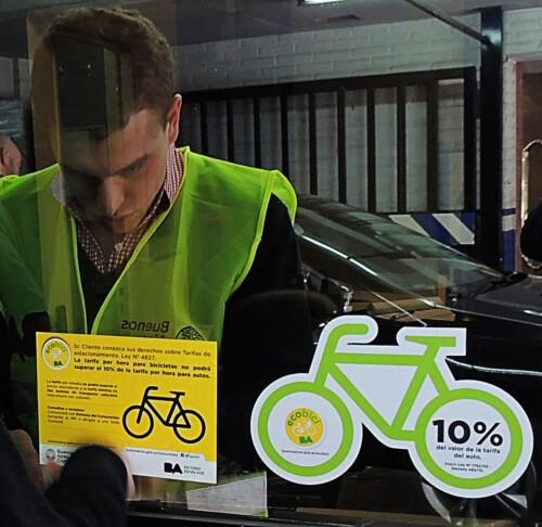 Campaña en la ciudad para difundir las tarifas para bicis en estacionamientos